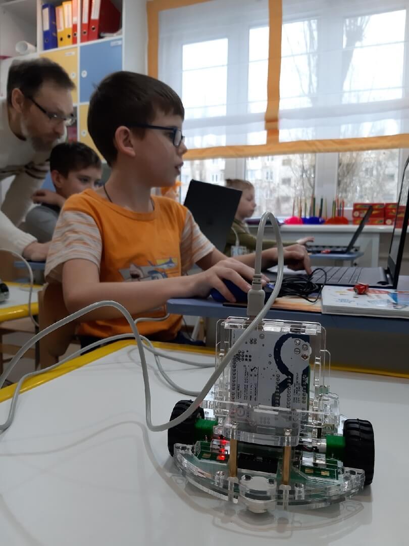 Робототехника - Важнейшее Направление Научно-Технического Прогресса