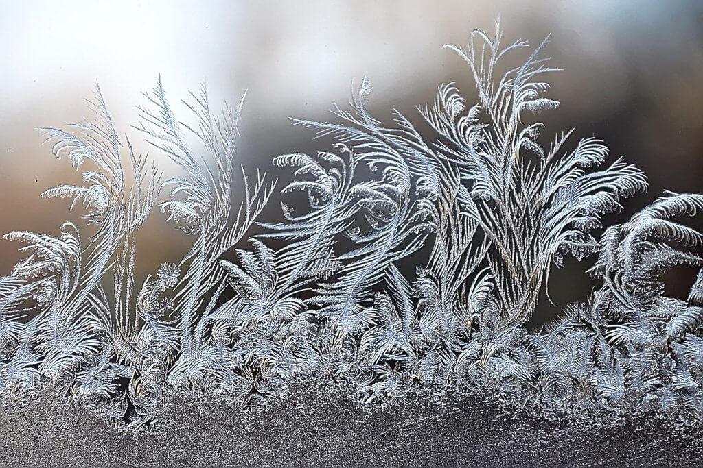 Снежные узоры на окнах рисунки